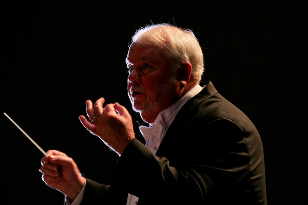 Dr. William Thomas conducts the Furman University Chamber Choir